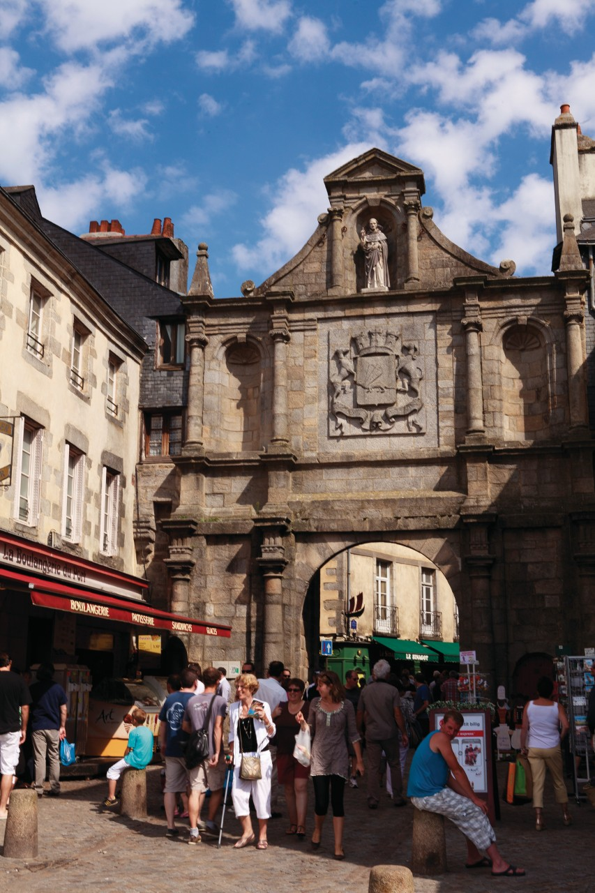 La porte Saint-Vincent de la vieille ville, datant du XVIII<sup>e</sup> siècle. (© Irène Alastruey - Author's Image))