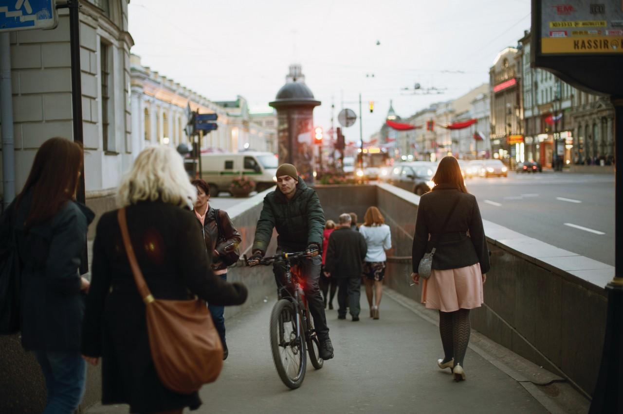 Dans les rues de Saint-Petersbourg. (© ByeByeTokyo - iStockphoto))
