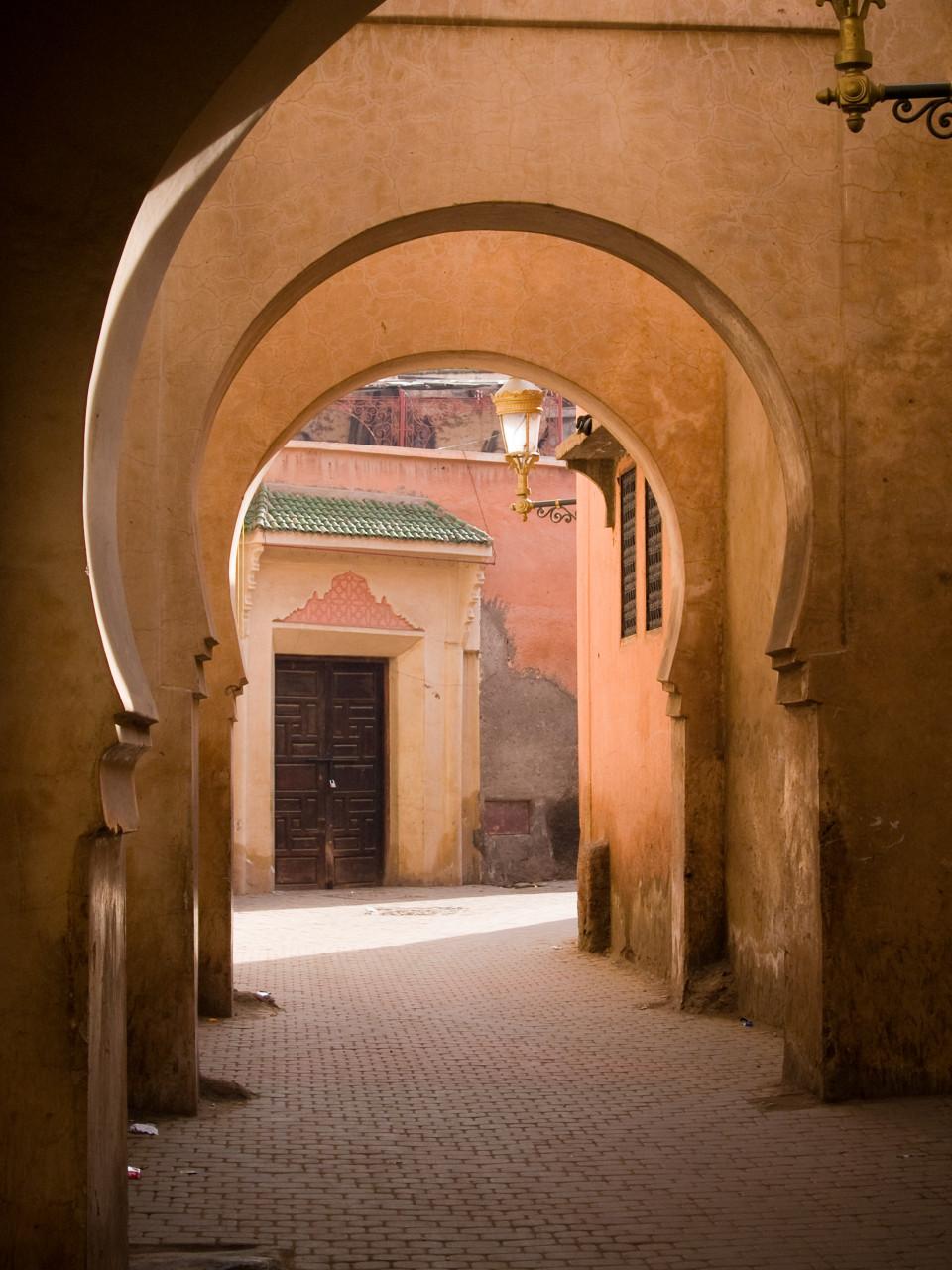 Dans les ruelles de la médina de Marrakech. (© RafalBelzowski))