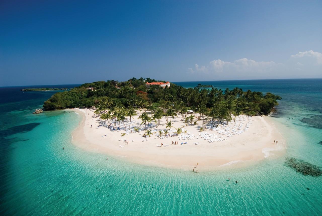 Cayo Levantado, islet 15 minutes from Samana ́.