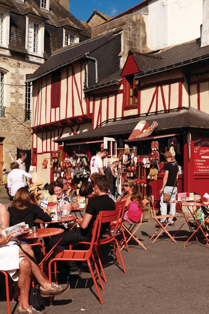 Terrasse d'un café, place des Lices. (© Irène Alastruey - Author's Image))