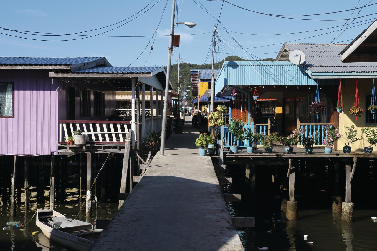 Quartier d'habitations sur l'eau de Kampung Buli Sim (© Stéphan SZEREMETA))