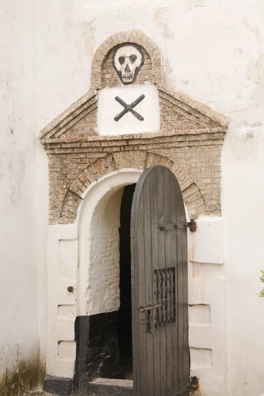 Donjon du château Saint-George où étaient enfermés les esclaves avant leur transfert en bateau. (© alantobey - iStockphoto.com))