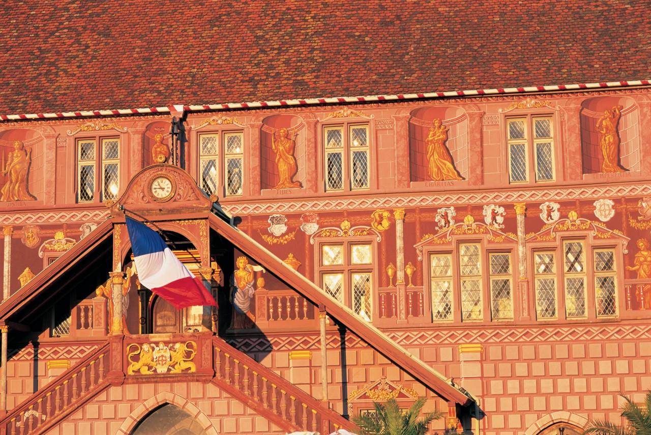Hôtel de ville de Mulhouse. (© S. NICOLAS - ICONOTEC))