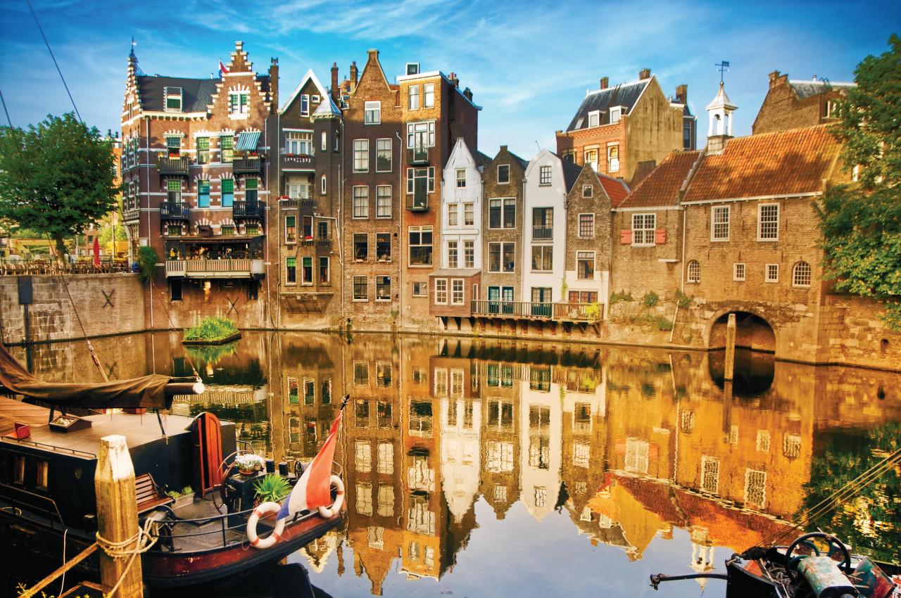 Paisaje urbano a lo largo del Canal del Norte, en el barrio del Delfshaven, Rotterdam.