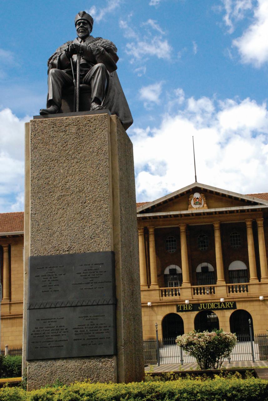 Cour suprême du Kenya et le Monument de Jomo Kenyatta. (© Robert_Ford))