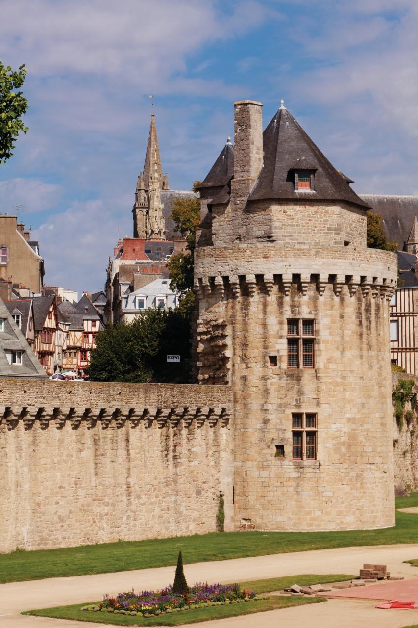 La tour du Connétable du XV<sup>e</sup> siècle, intégrée à l'enceinte de la vieille ville. (© Irène Alastruey - Author's Image))
