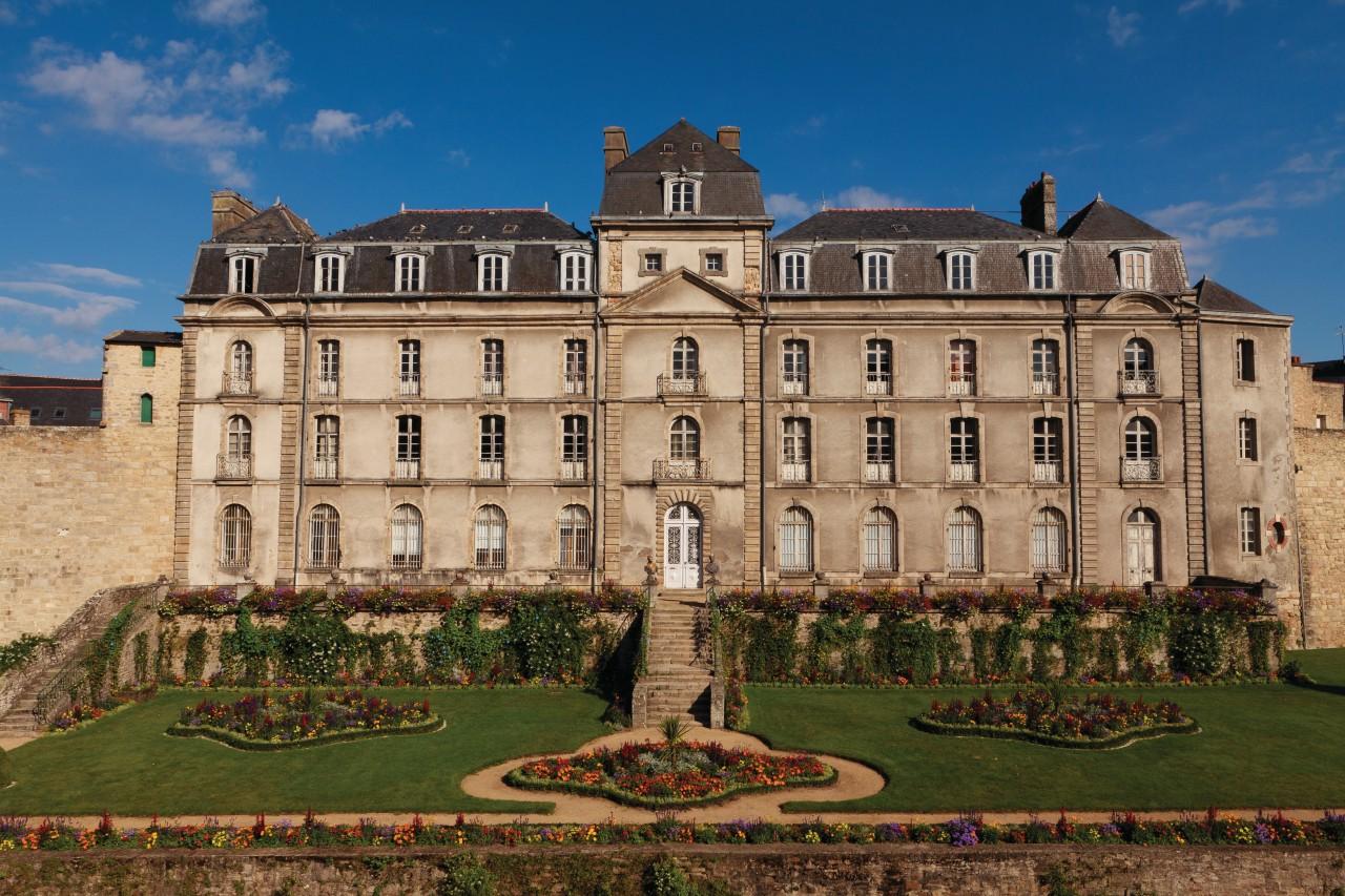 Le château de l'Hermine datant du XVIII<sup>e</sup> siècle. (© Irène Alastruey - Author's Image))
