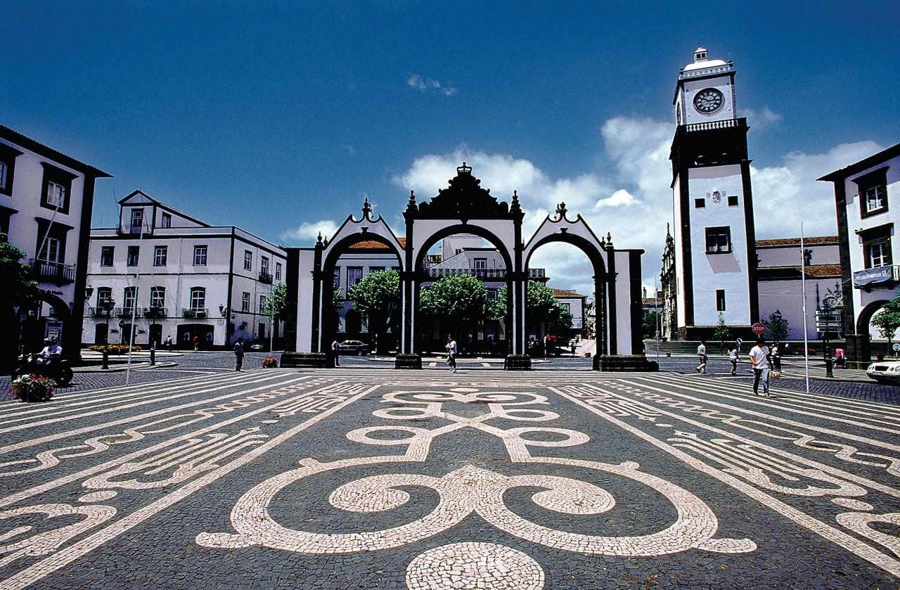Vista de las Portas da Cidade de Ponta Delgada.