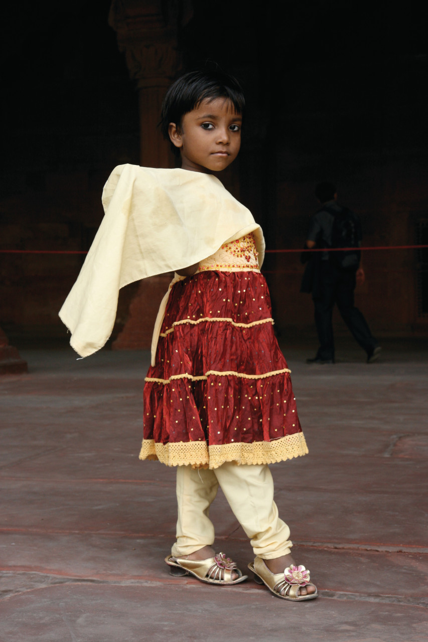 Jeune indienne en visite dans le Fort rouge. (© Stéphan SZEREMETA))
