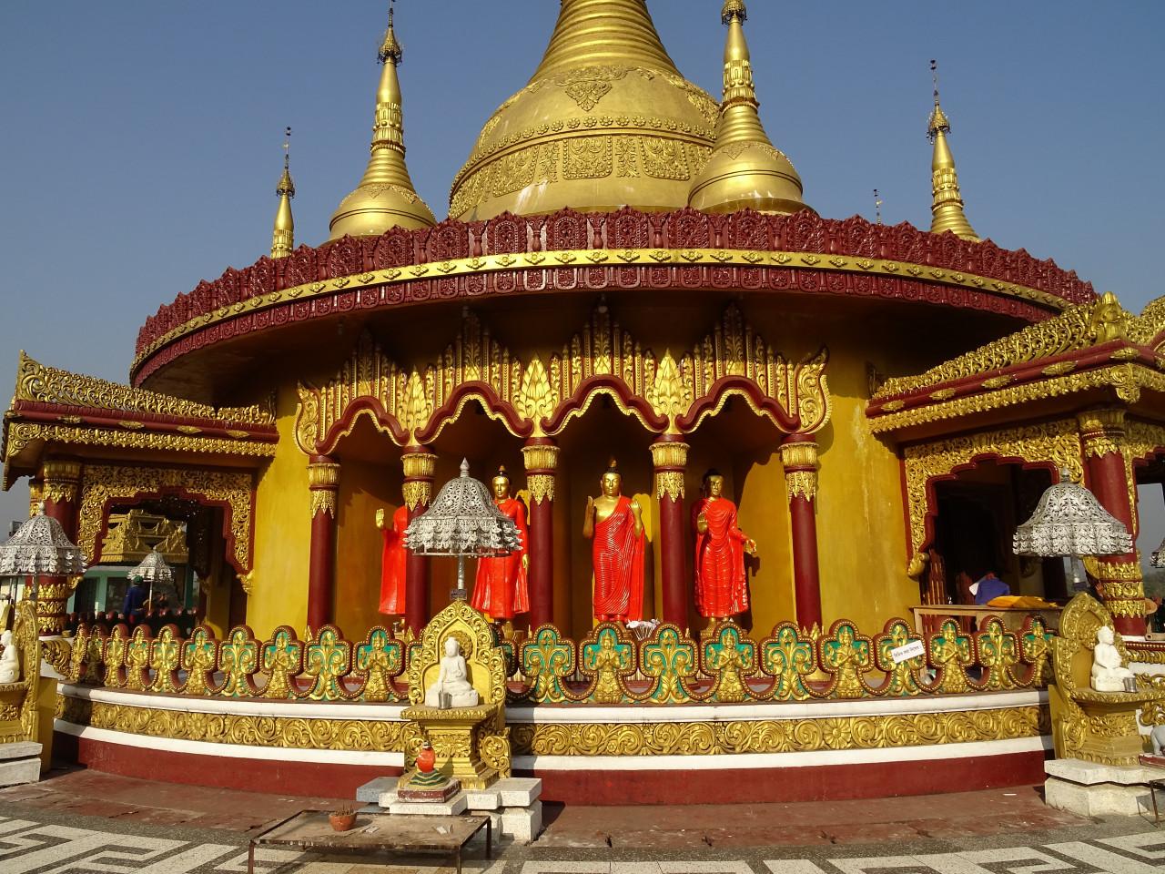 Le Temple d'Or sur les hauteurs de Bandarban.