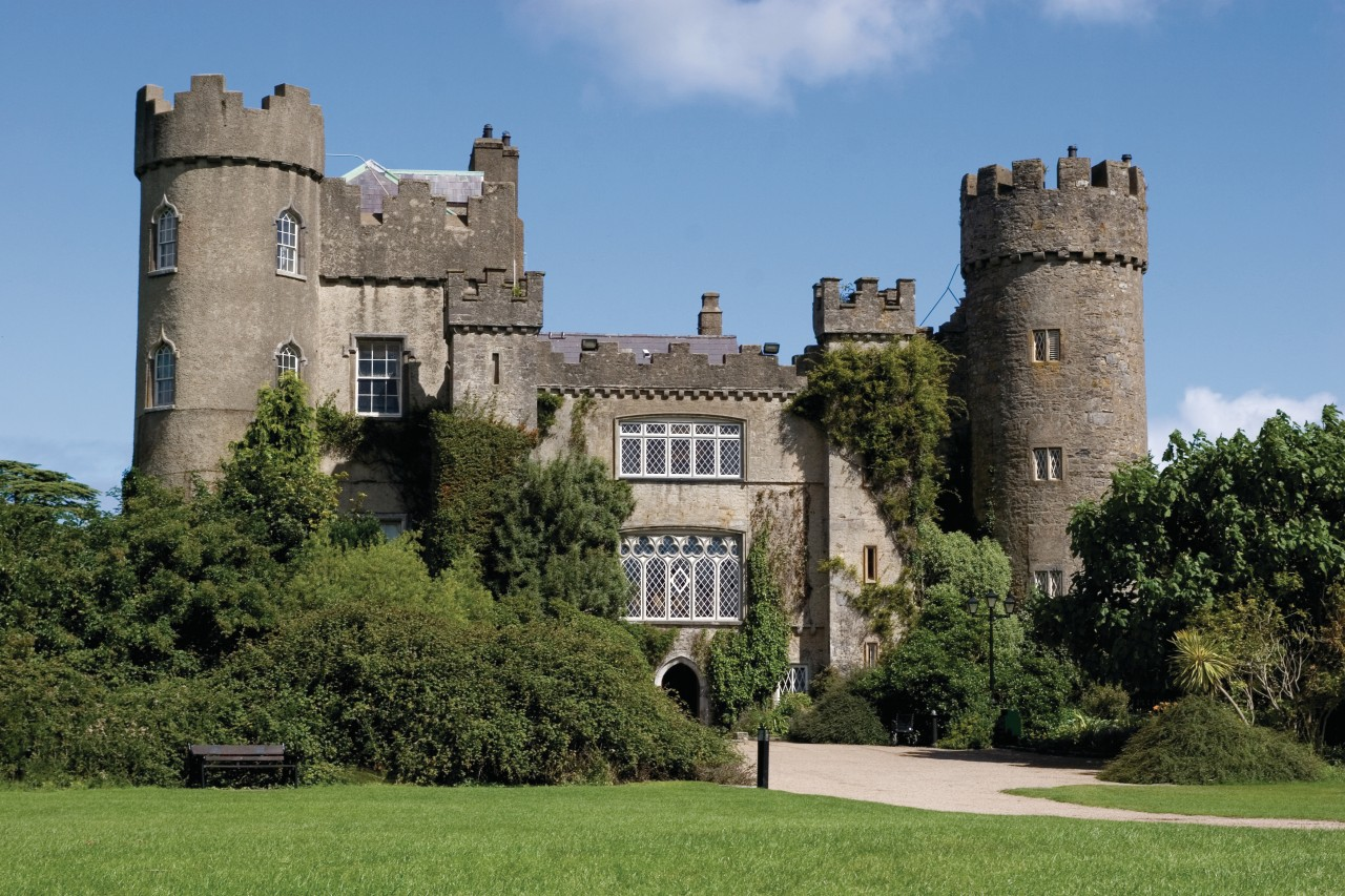 Malahide Castle. (© Robert Wilson - Fotolia))