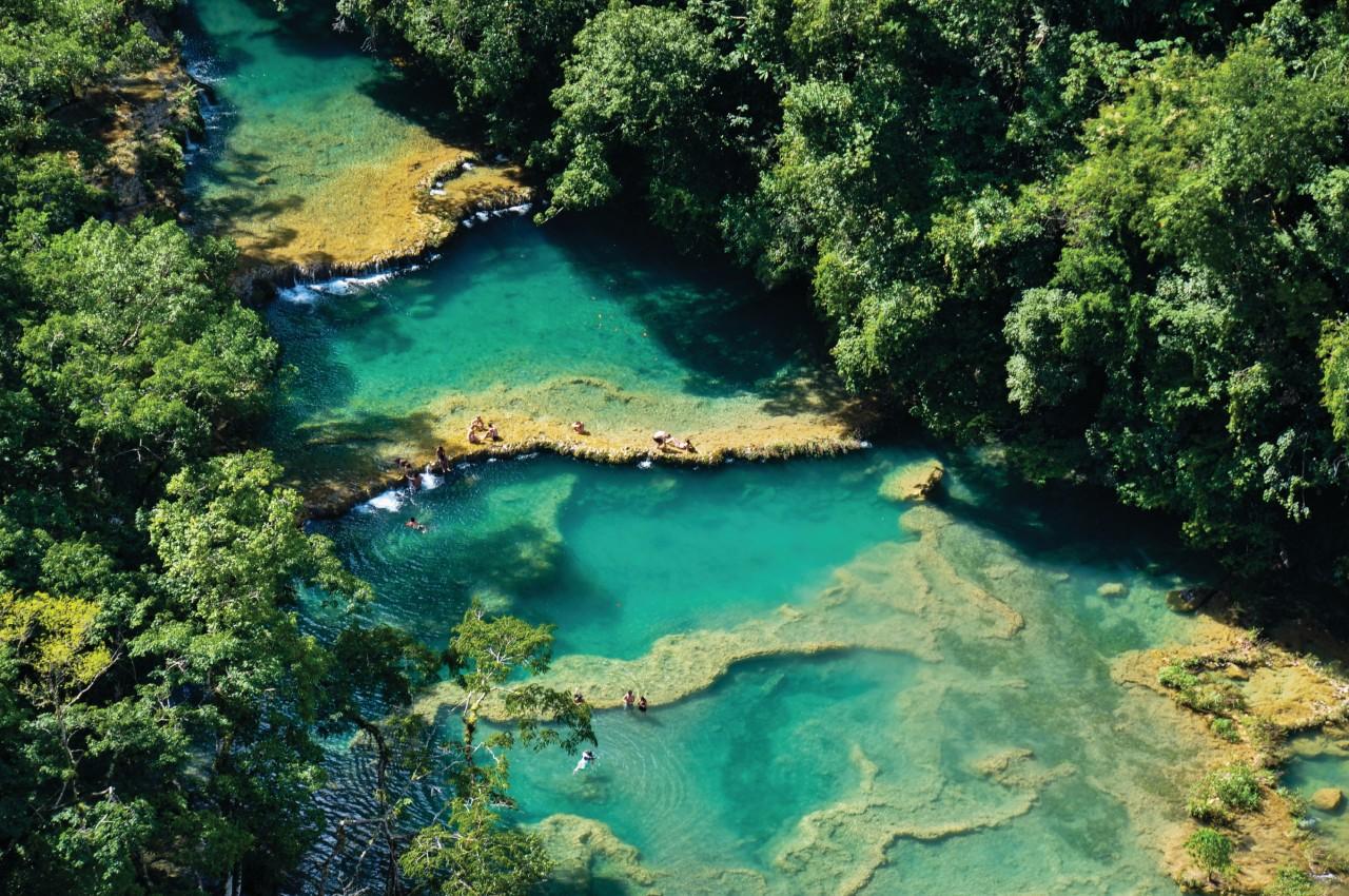 Les piscines naturelles de Semuc Champey. (© Hbrizard - iStockphoto))