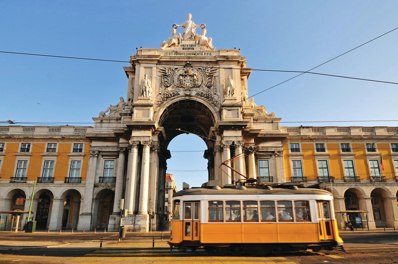 Típico tranvía de Lisboa, Place du Commerce.