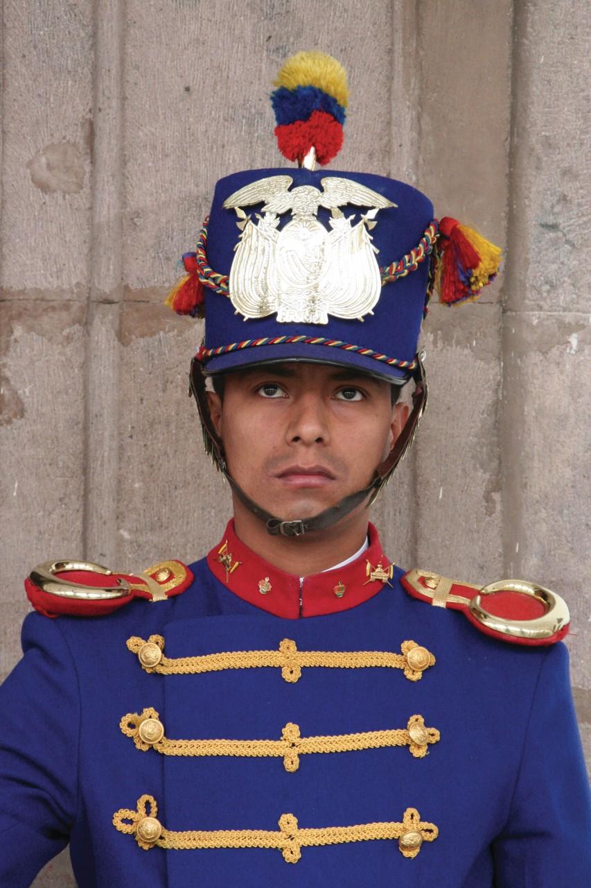 Garde présidentiel aux couleurs vives du pays. (© Stéphan SZEREMETA))