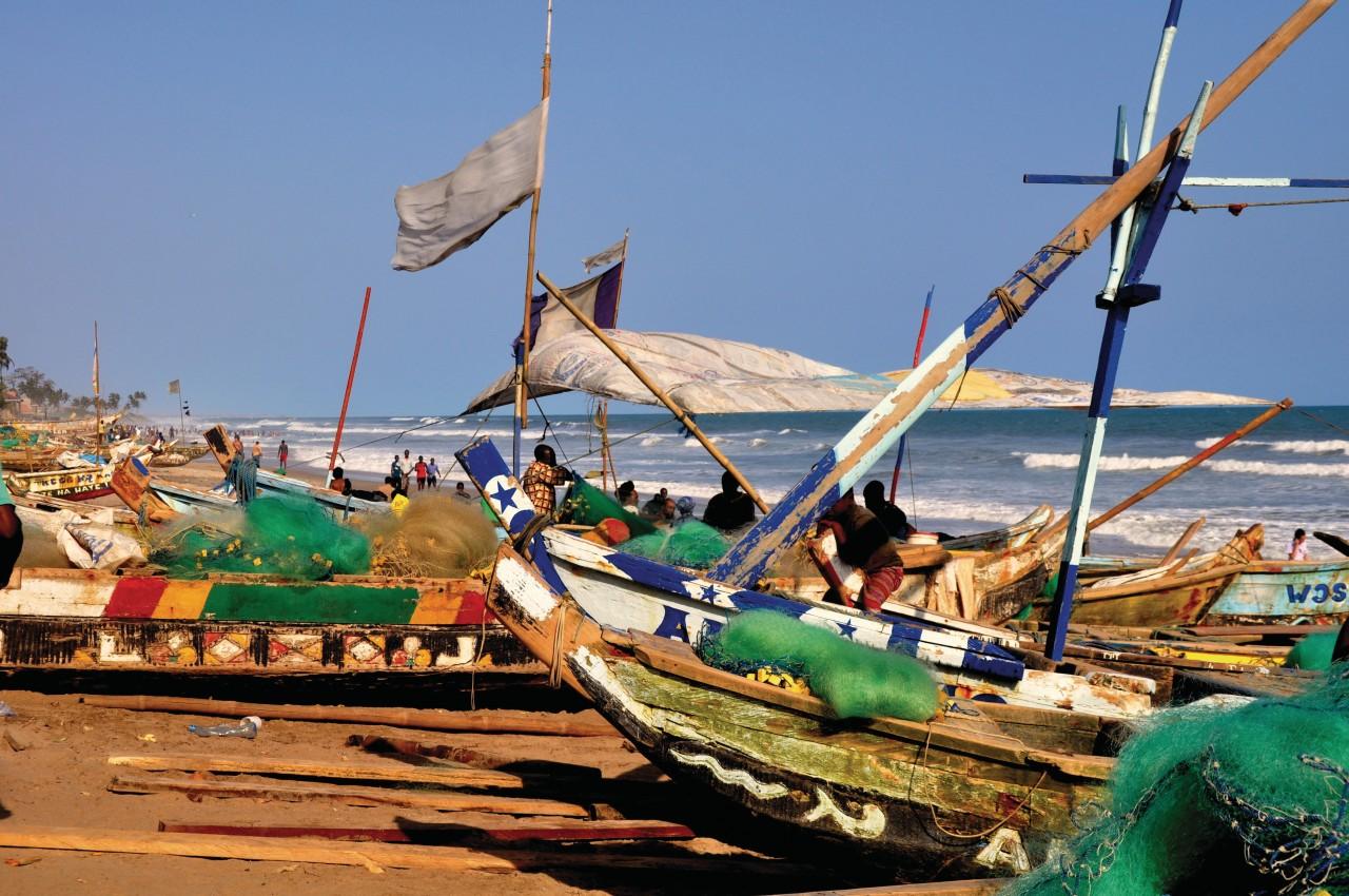 Bateaux de pêcheurs sur le littoral. (© Renate W. - Fotolia))