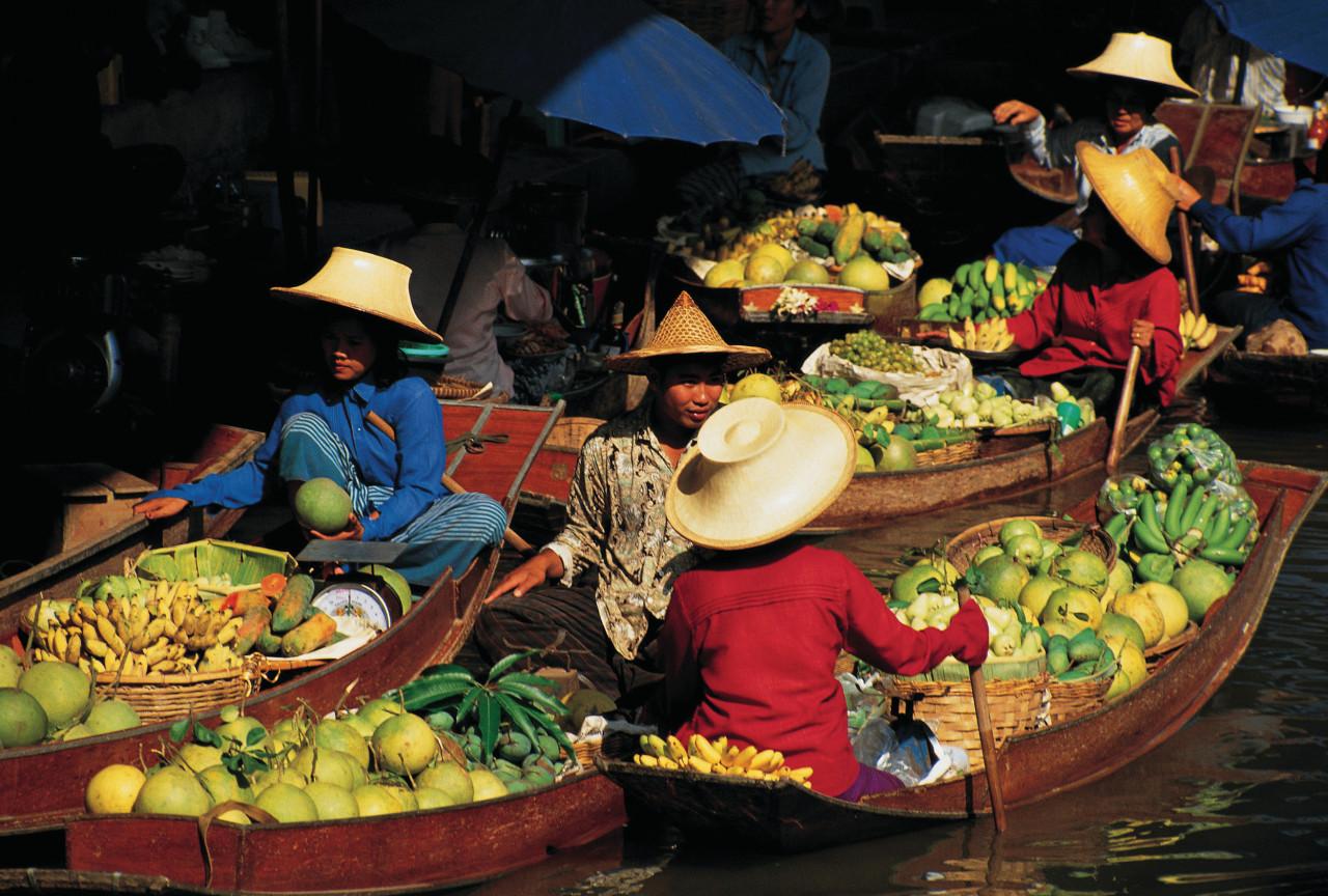Damnoen Saduak Floating Market, el mercado flotante más grande de Tailandia.