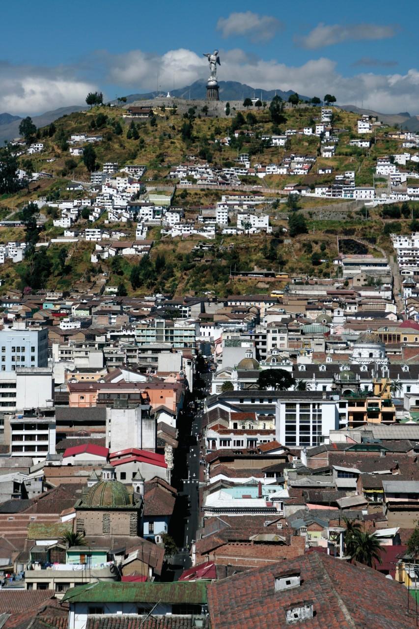 Panorama gagné après une ascencion vertigineuse de la basilique del Voto Nacíonal. (© Stéphan SZEREMETA))