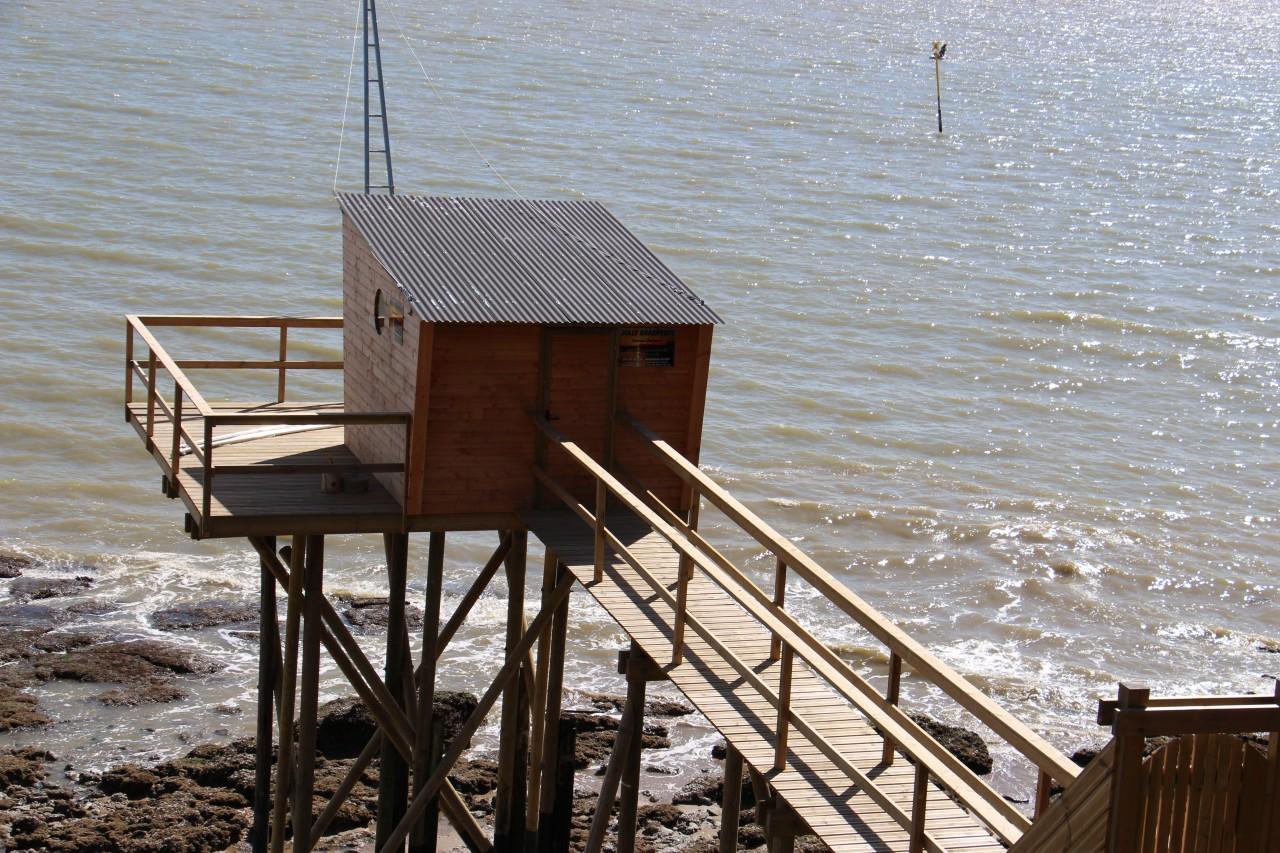 Cabanes sur la plage de la Source, Pornic. (© Linda CASTAGNIE))