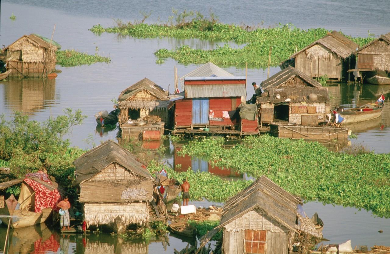 Habitations lacustres sur le Tonlé Sap. (© Alamer - Iconotec))