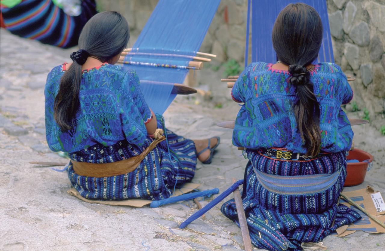 Tissage traditionnel à Santa Catarina Palopó. (© Eric Martin - Iconotec))