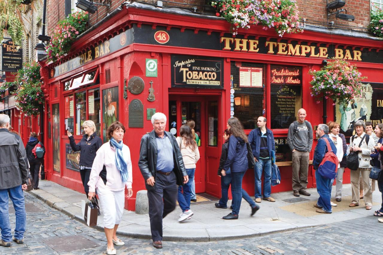 The Temple Bar est un pub très fréquenté par les Dublinois. (© Lawrence BANAHAN - Author's Image))