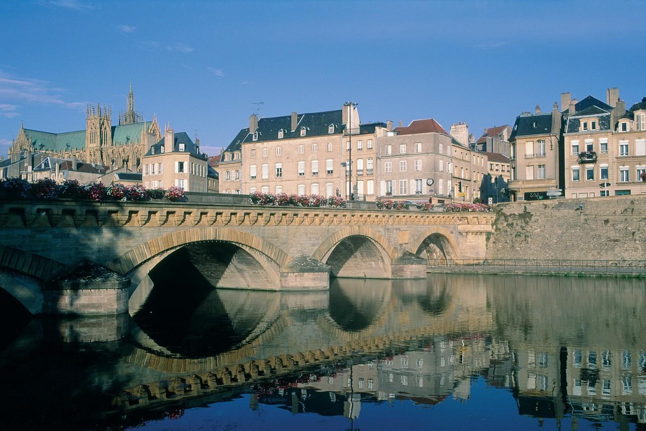 Maisons bourgeoises sur les rives de la Moselle, Metz (© ERWAN LE PRUNNEC - ICONOTEC))
