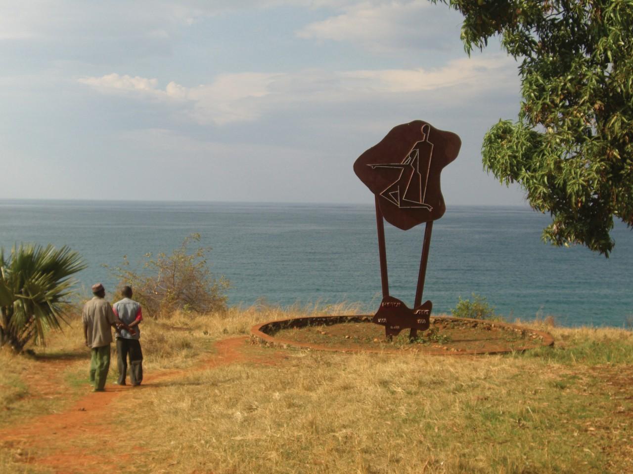 Le monument Burton-Speke à Nyanza-Lac. (© Christine DESLAURIER))