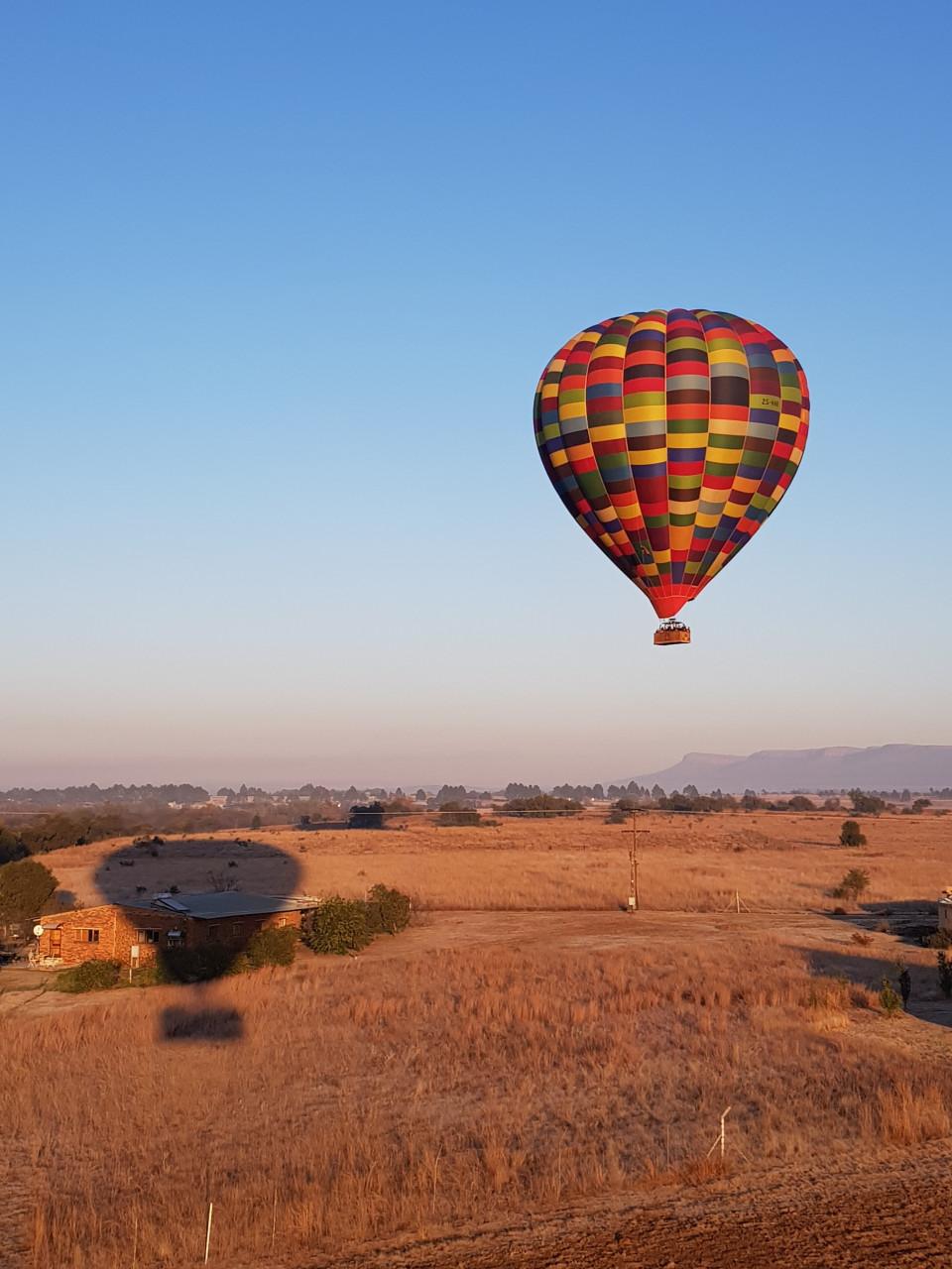 Balade en montgolfière au lever du soleil. (© Chloé OBARA))