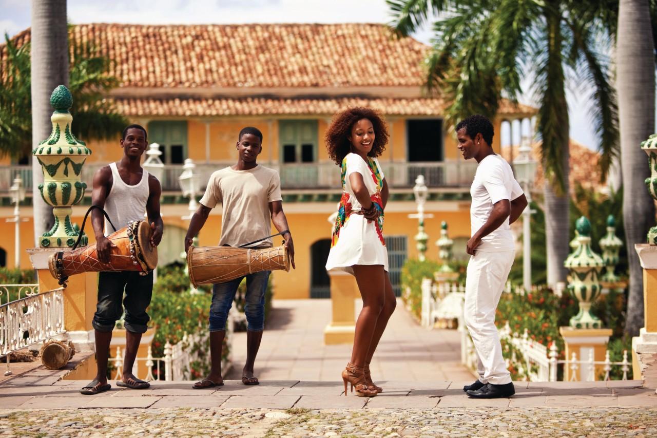 Danseurs dans les rues de Trinidad.