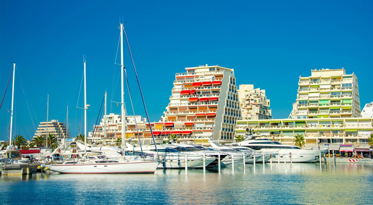 Le port de La Grande-Motte. (© Alexi Tauzin - Adobe Stock))