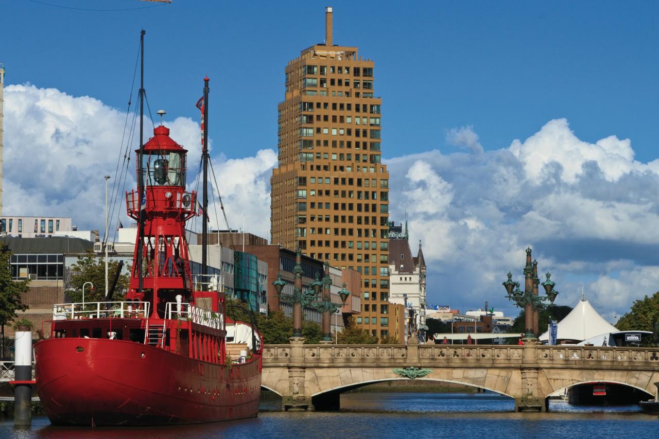 Restaurant Tinto situé sur le bateau-phare, Wijnhaven.