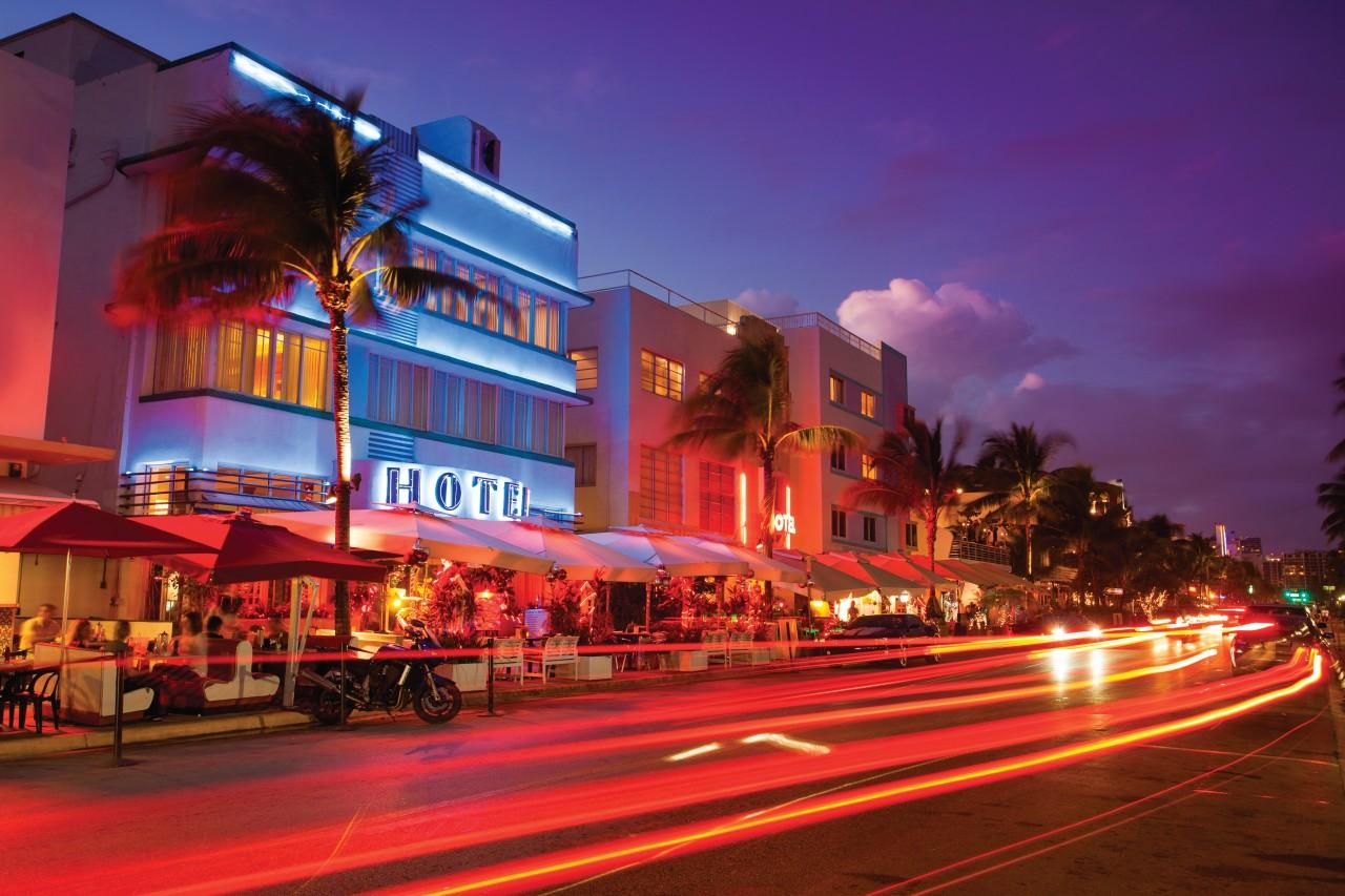 Virée nocturne dans le quartier de South Beach.