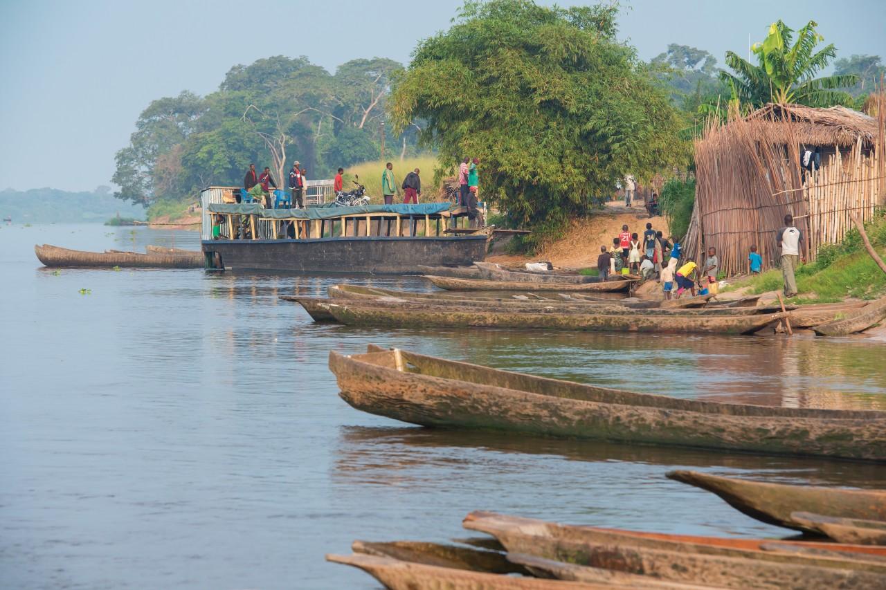 Le long du fleuve Congo. (© guenterguni))