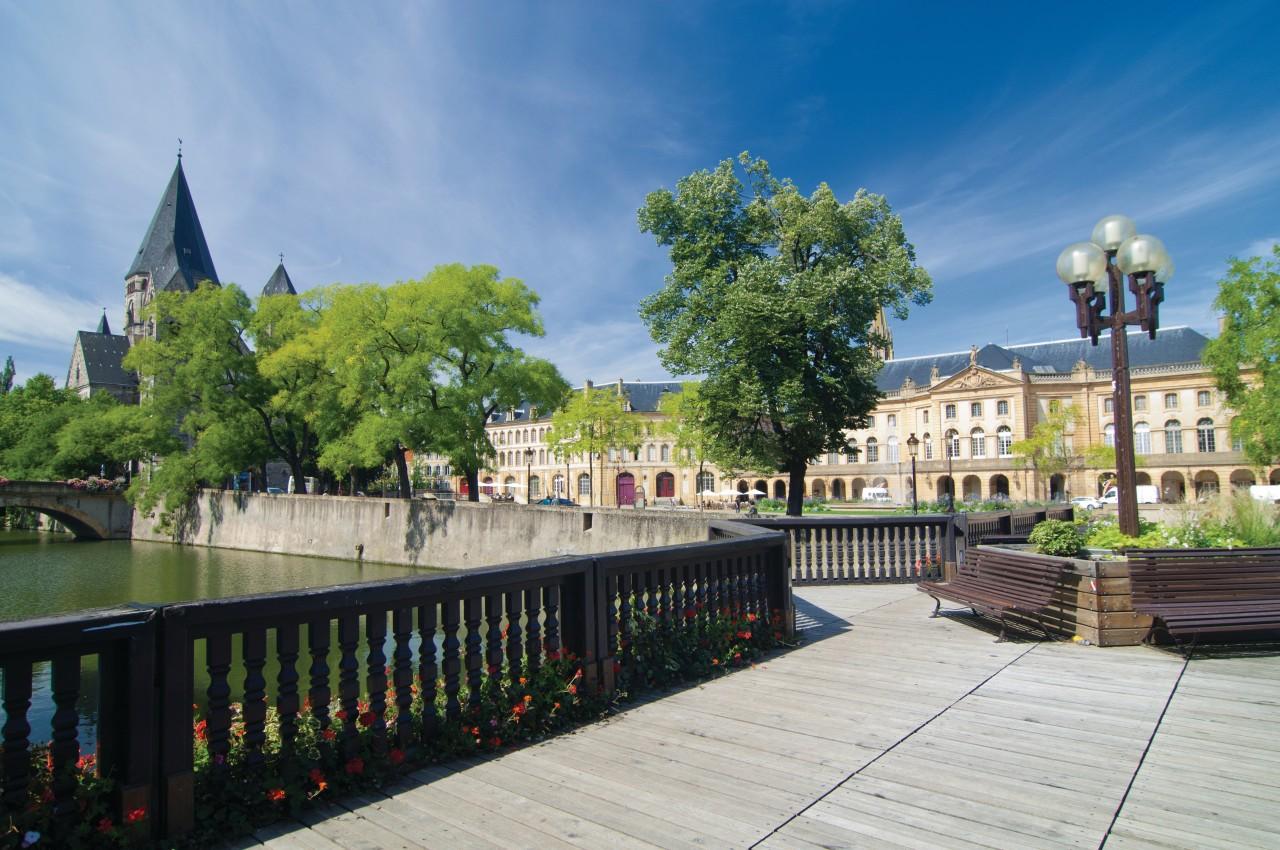 La place de la Comédie et le Temple Neuf (© Nicolas Rung - Author's Image))