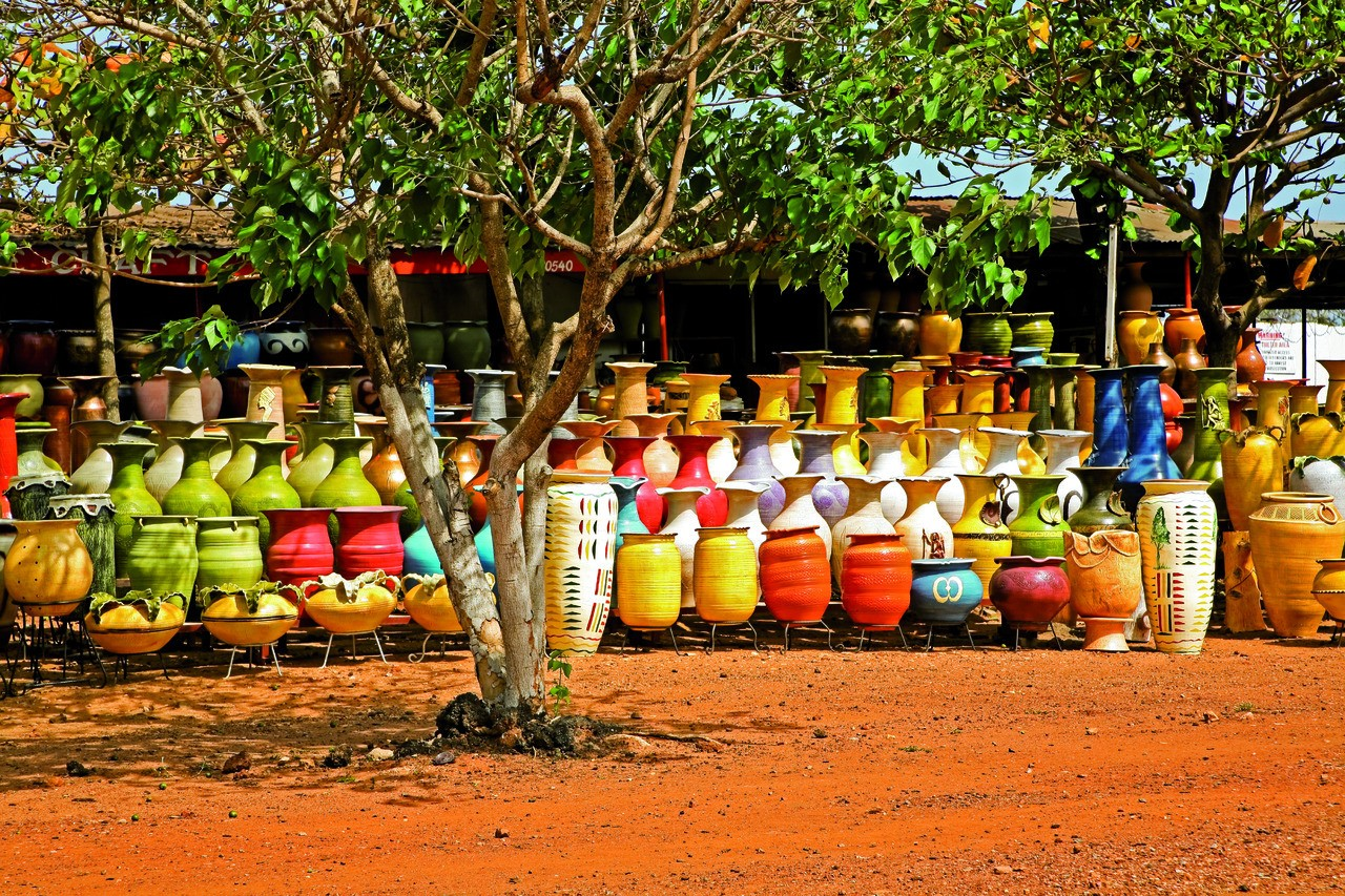 Marché aux poteries, Accra. (© LindasPhotography - iStockphoto.com))