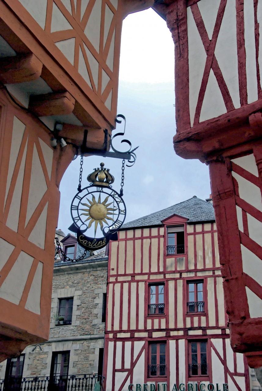 Ruelle médiévale et maisons à colombages, à Vannes. (© DIDIER VAN DER HAEGHEN - FILOPIX))