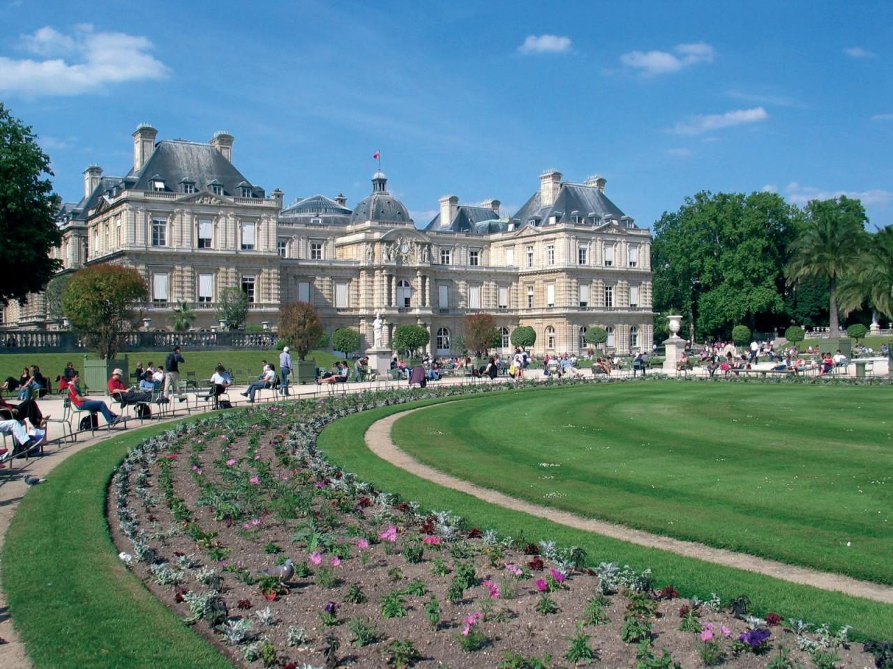 Façade du Sénat et jardin du Luxembourg - Paris (© RACAHOUT - FOTOLIA))