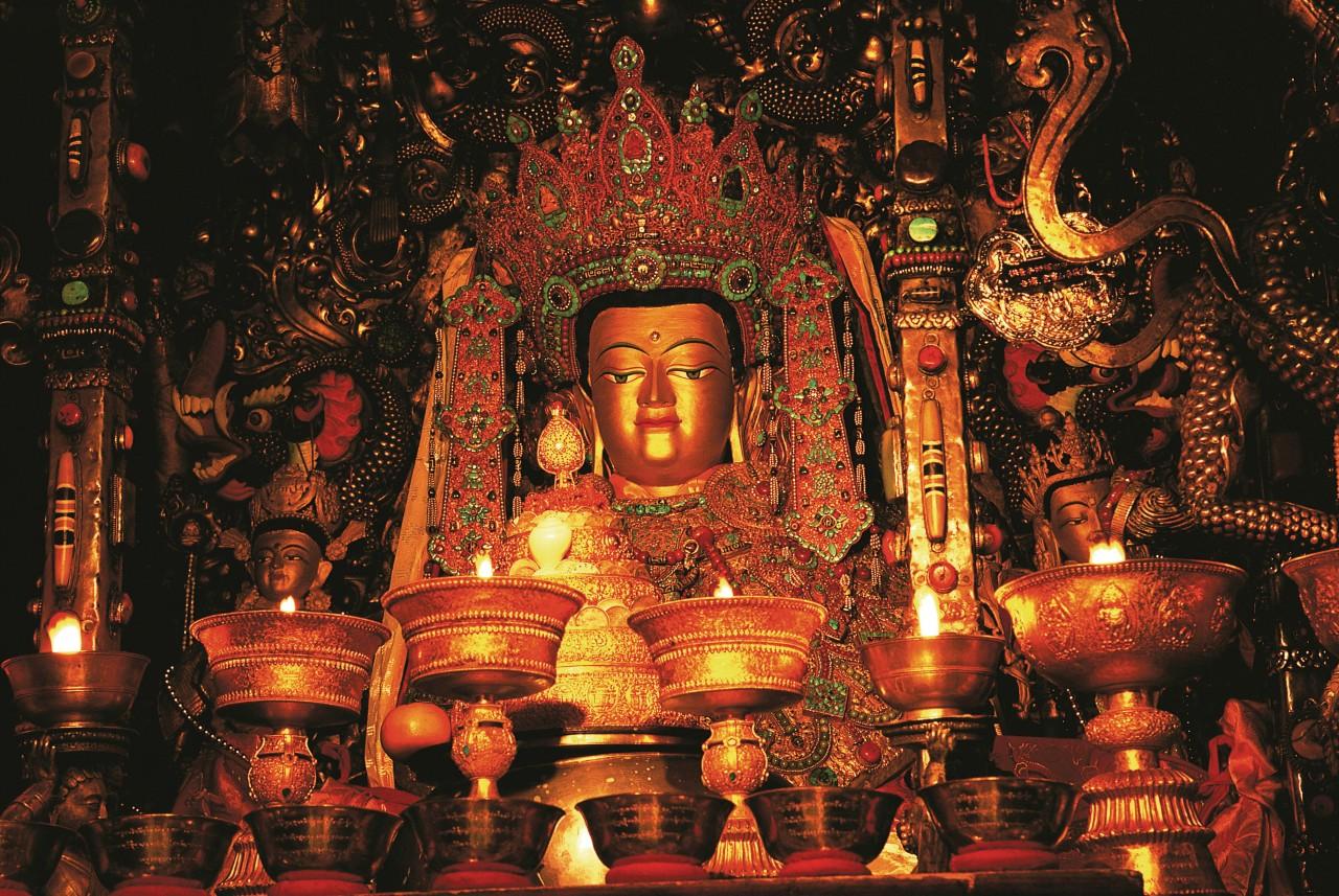 Statue de Jowo Sakyamuni au monastère de Jokhang.