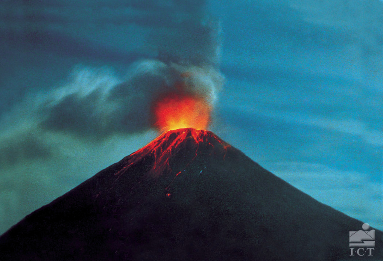 Volcan Arenal en erruption (© ICT (Institut Costaricien de Tourisme)))