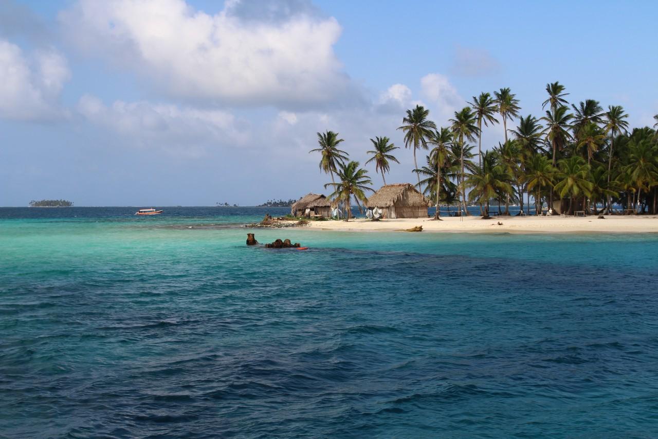 Epave de bateau devant la Isla Perro.