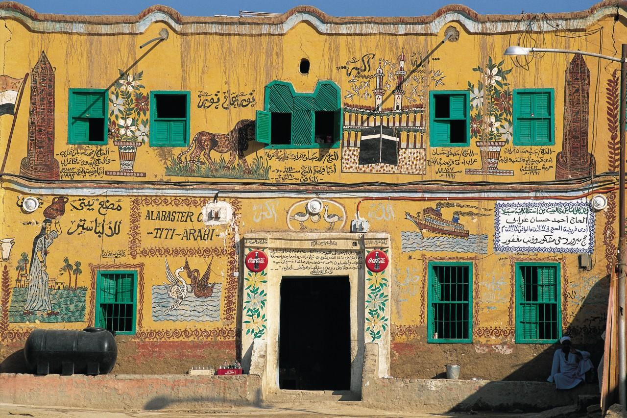 Maison peinte sur la rive gauche. (© Tom Pepeira - Iconotec))