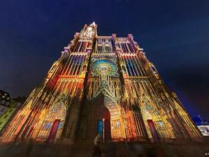 La cathédrale illuminée Prise par le voyageur : Ladygaby