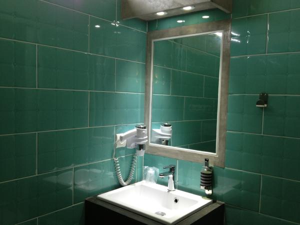sud hotel h tel bastia 20200. Black Bedroom Furniture Sets. Home Design Ideas