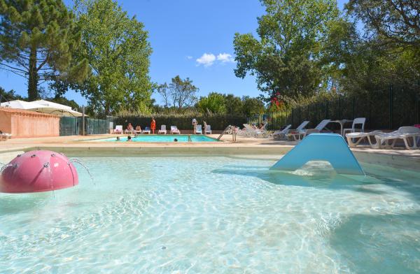 Espace piscine - ©SANTA LUCIA