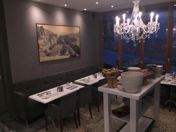 Salle petit déjeuner - ©HÔTEL LA ROUVENAZ