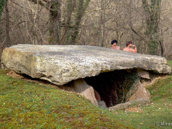 Parc mégalithique des grottes de Sare - ©Alain Miranda