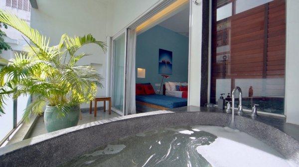 Outdoor Bathtub - ©RAMBUTAN RESORT PHNOM PENH