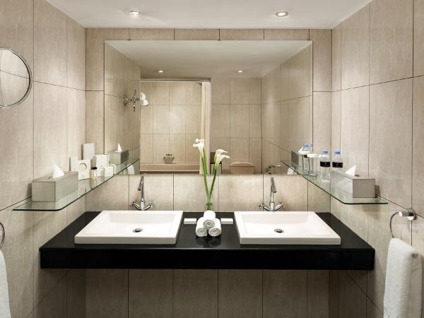 Salle de bain - suite junior - ©HÔTEL DES MILLE COLLINES