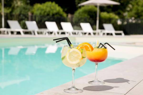 Cocktail piscine - ©M7 RESTAURANT